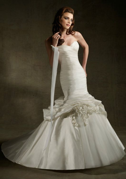 Clearance bridal gowns sophies gown shoppe for Mori lee discontinued wedding dresses