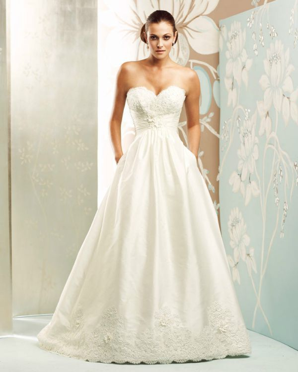 Real Brides Paloma Blanca: Sophies Gown Shoppe